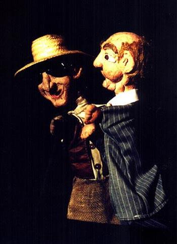 Boneco do Cego Zé Luiz (inspirado na figura de Patativa do Assaré) e o fazendeiro rico.